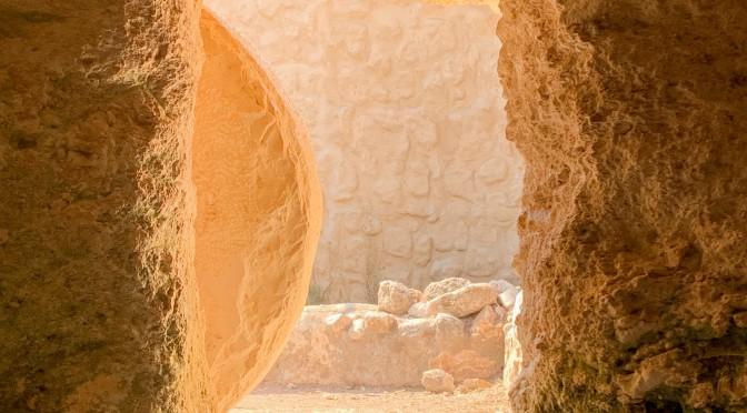 """""""Я есмь воскресение и жизнь; верующий в Меня, если и умрет, оживет."""" (Иоанна 11:25)"""